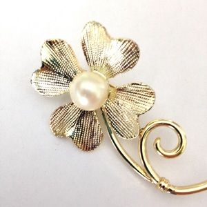 Gold Four Leaf Clover Pearl Brooch